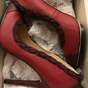 Burgundy and black pointed rope pumps
